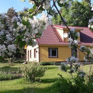 """""""Ma tahaksin kodus olla, kui õunapuud õitsevad..."""" ;)"""